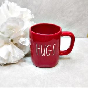 Rae Dunn HUGS/KISSES Valentines 2021 mug red NEW